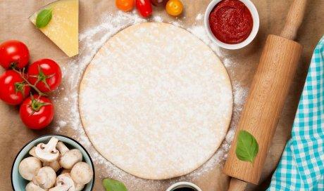 Pizza avec pâte à pizza faite maison